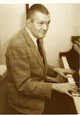 Arno @ piano 1950s
